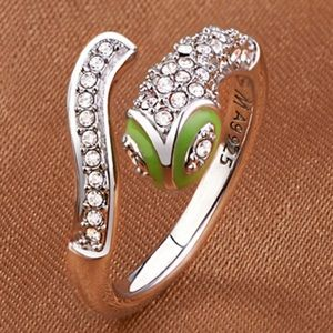 Jewelry - 🆕🎁 White Crystals & 925 Snake Ring
